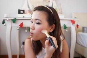 How to contour cheekbones