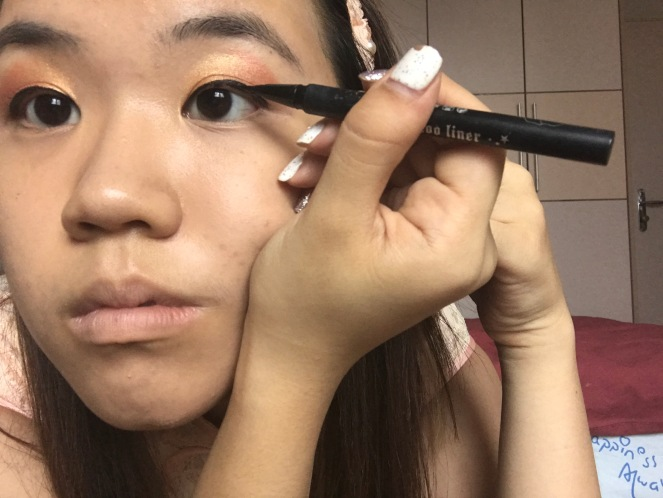 How to draw a perfect eyeliner wing